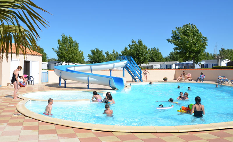 Camping alizes mobil home saint hilaire de riez 85270 for Camping st aygulf avec piscine