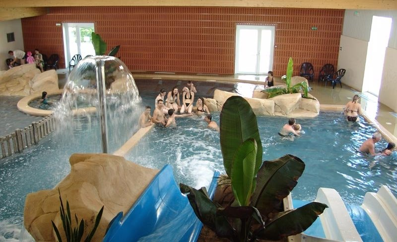 Camping boutinardiere mobil home pornic 44210 for Camping loire atlantique piscine couverte