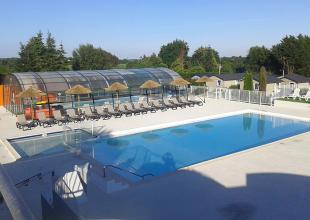 camping-jardins-de-kergal-piscine-couverte