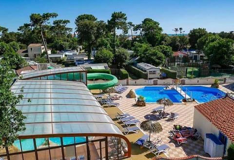 01-camping-pomme-de-pin-piscine-photo-principale