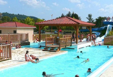 Camping-Port-Lacombe-equipements-piscine-et-toboggan