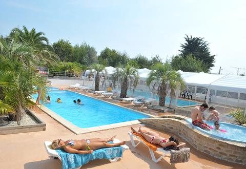 Location de mobil home charente maritime vacances en camping for Camping ile noirmoutier avec piscine couverte