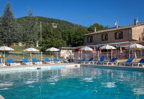 Location de mobil home provence vacances en camping for Camping mercantour piscine