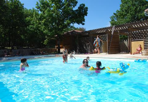 Location de mobil home midi pyr n es vacances en camping for Camping cahors piscine