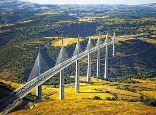 Midi-pyrenees-incontournable-pont-de-millau.jpg