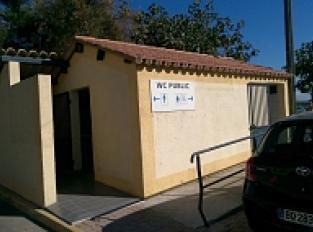 WC Public accès PMR avec point d'eau