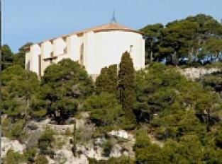 Chapelle Notre-Dame des Auzils et son cimetière marin dans le Massif de la Clape