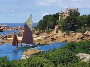 Plage de Tourony, Point de vue sur le château de Costaérès