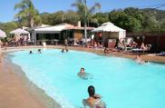 camping-colomba-equipements-piscine-bain-de-soleil