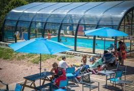 Les-Chanterelles-Accueil+-piscine.jpg