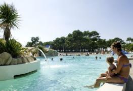 camping-atlantic-club-montalivet-ambiance-parc-aquatique.JPG
