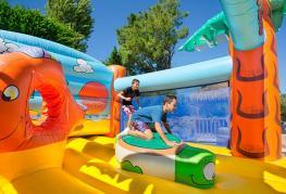 camping-bois-soleil-jeux-gonflables.jpg