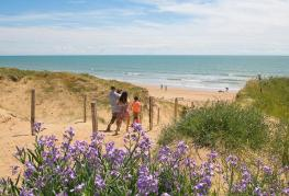 camping-cote-plage-acces-mer.jpg