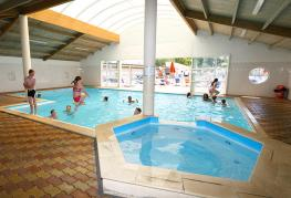 camping-jard-tranche-sur-mer-vendee-piscine-couverte