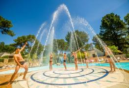 camping-le-fort-espagnol-piscine (2).jpg