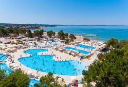 camping-zaton-croatie-parc-aquatique-bord-de-plage