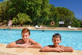 domaine-de-verdagne-equipements-la-piscine