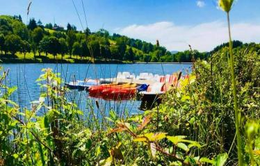 03-demeures-du-lac-piscine-lac-canoe.jpg
