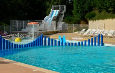Terrasses-du-lac-piscine-toboggan-02.jpg