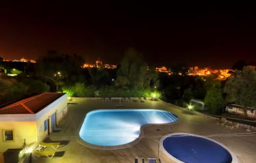 camping-alvor-piscine-nuit