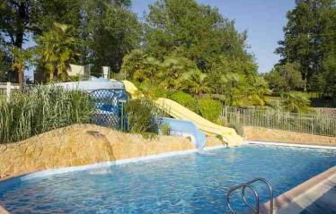camping-linotte-piscine-toboggan.jpg