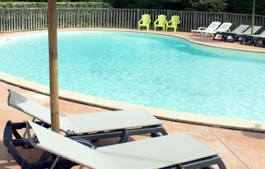 camping-saint-amand-laurac-ardeche-piscine-calme