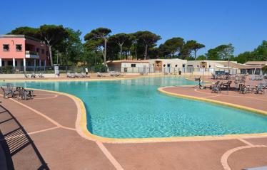 camping-saint-aygulf-vue-piscine