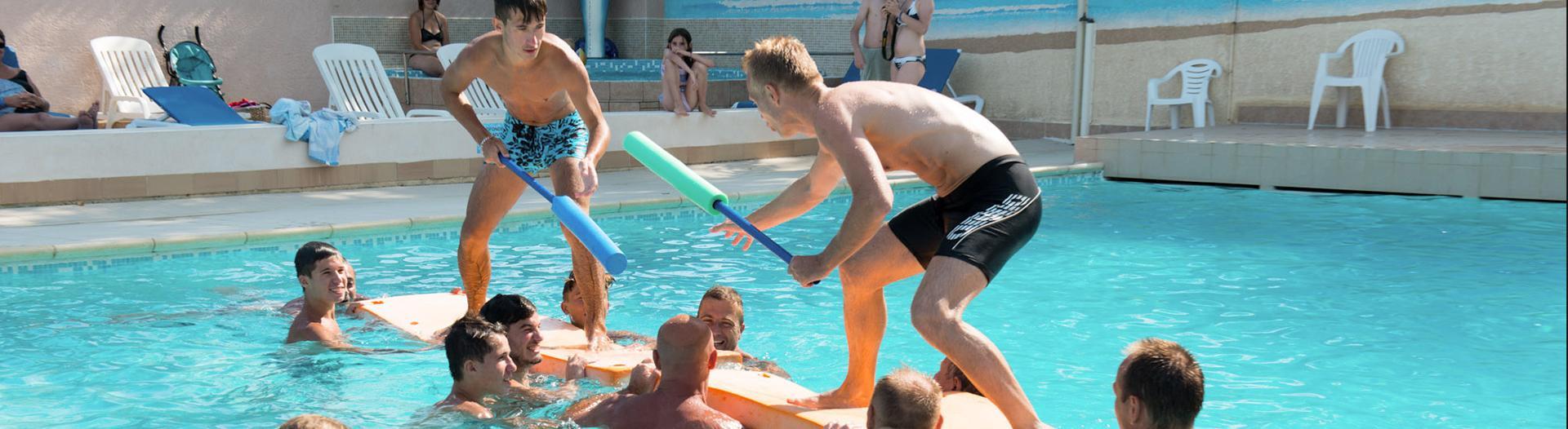 slider-Abri-de-Camargue-piscine-exterieure-jeux