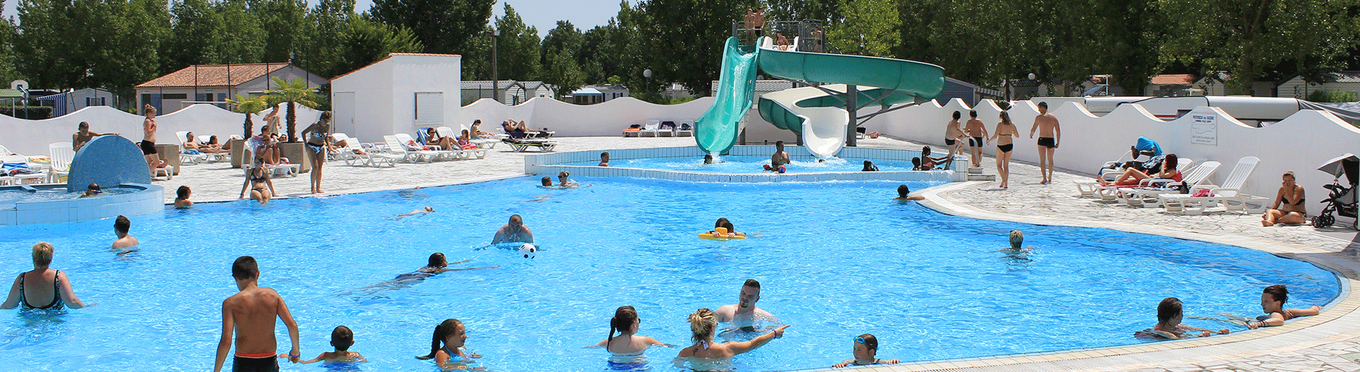 camping-atlantique-vendee-piscine-et-toboggan-slider