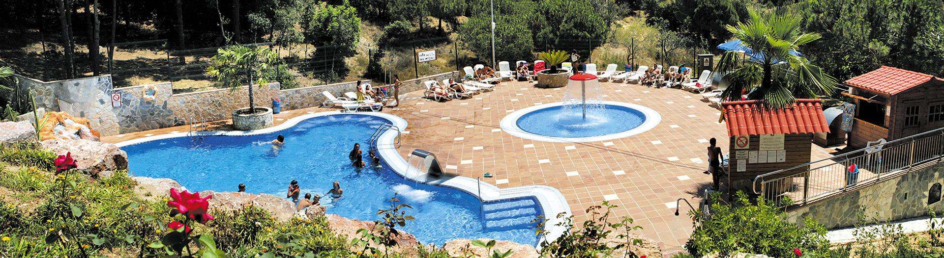camping-bonavista-Panoramique-piscine-et-bain-de-soleil slider