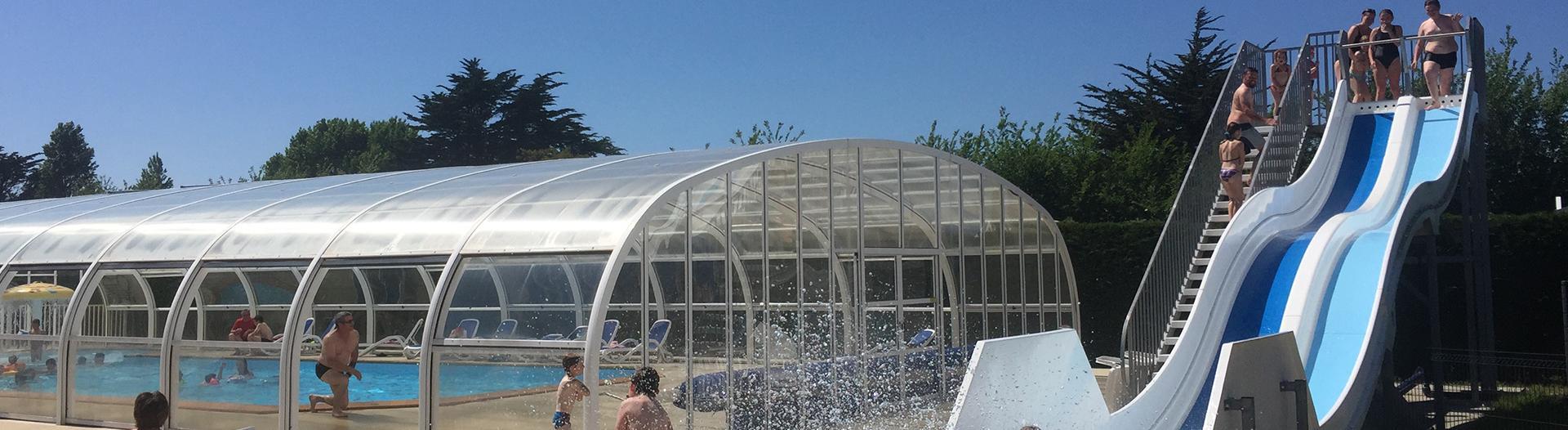 slider-camping-golf-barneville-piscine-toboggan