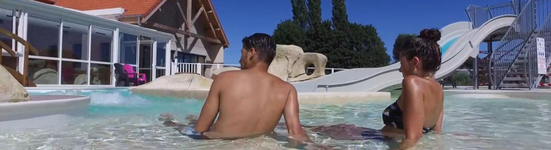 camping-roseliere-piscine-et-toboggan-slider