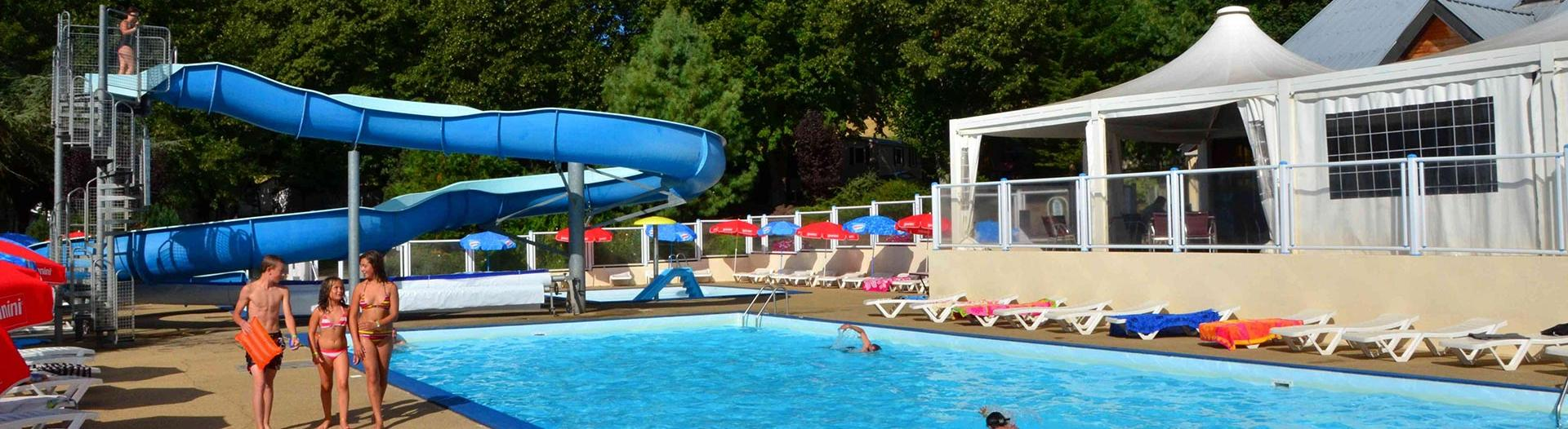 slider-camping-europe-murol-piscine-et-toboggan