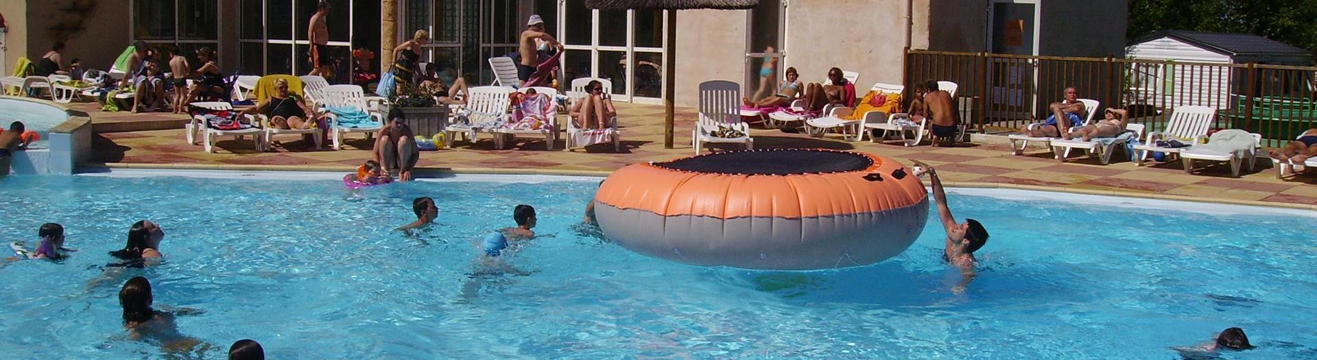 slider-camping-bois-soleil-trempoline-piscine
