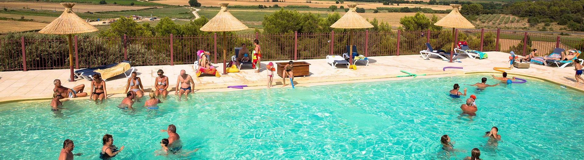 slider-camping-mer-et-camargue-vue-piscine