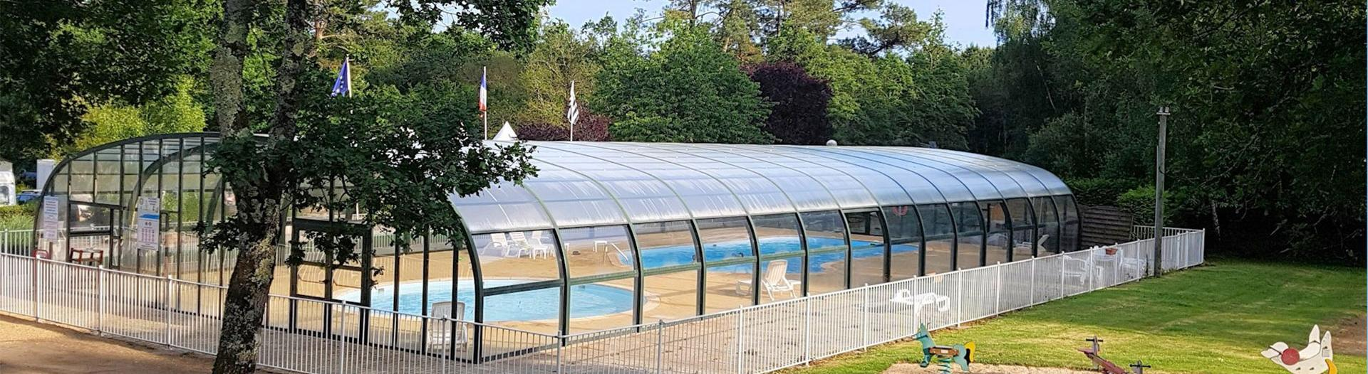 slider-camping-saint-laurent-ploemel-piscine-couverte