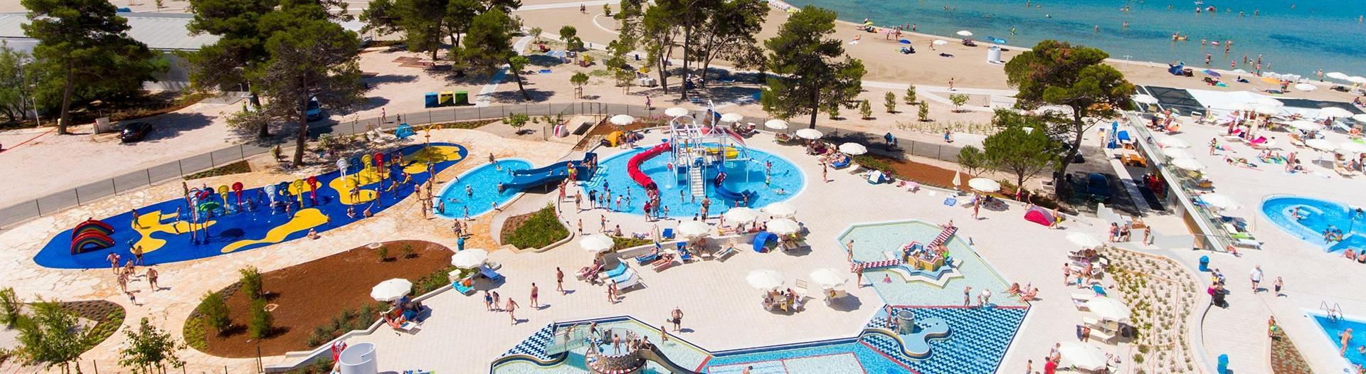 slider-camping-zaton-croatie-piscines-enfants-bord-de-plage