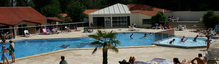 camping-cypres-saint-gilles-vendee-bord-piscine