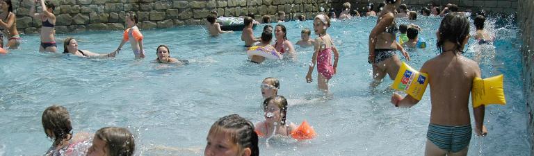 slider-camping-domaine-de-leveno-guerande-piscine-a-vagues