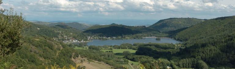 slider-camping-europe-murol-lac-de-chambon