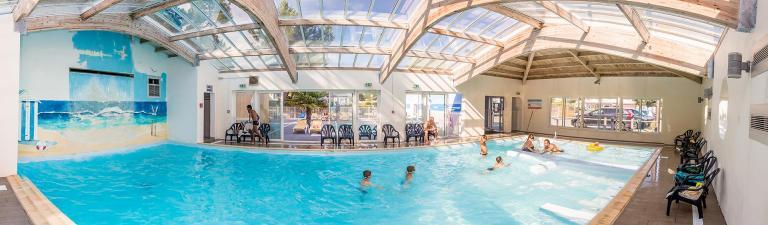 slider-camping-riez-a-la-vie-piscine-couverte-2019
