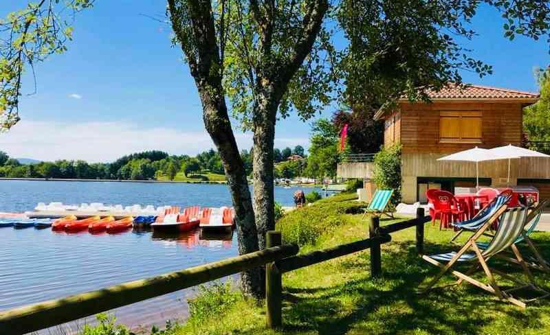 01-demeures-du-lac-piscine-lac-canoe-1.jpg