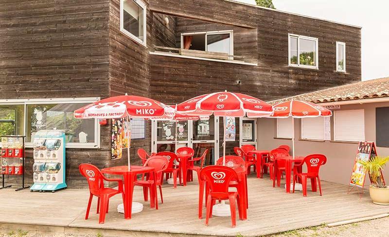 06-Beauchene-terrasse-snack-bar.jpg