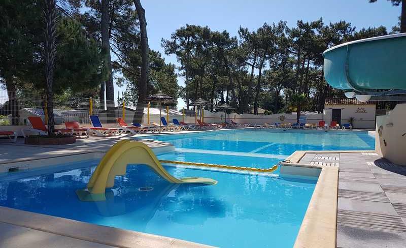 06-siesta-piscine-exterieure-toboggans.jpg