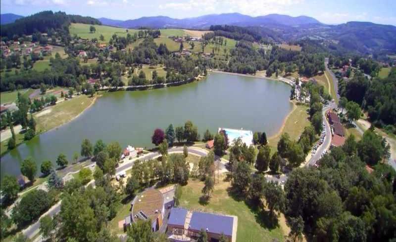 07-demeures-du-lac-vue-aerienne-village-vacances.jpg