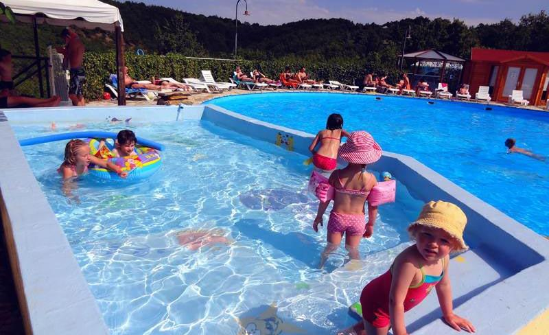 1-piscine-lot-quercy-vacances.jpg