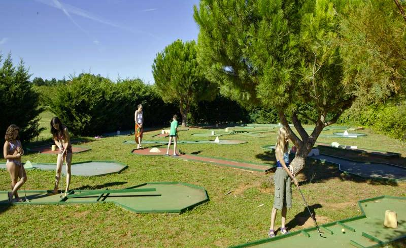 11-carbonnier-mini-golf