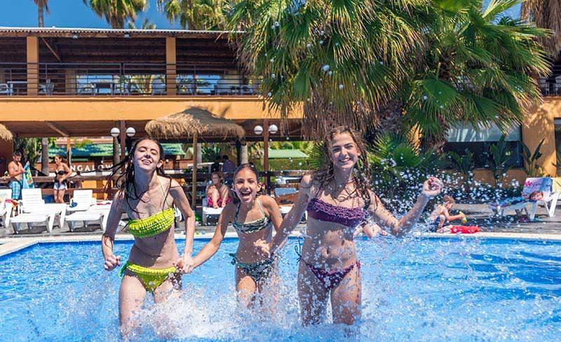 15-Enmar-piscine-filles-800x488-04.jpg