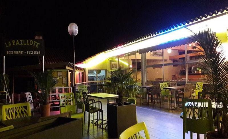 19-les-biches-terrasse-bar-soiree.jpg