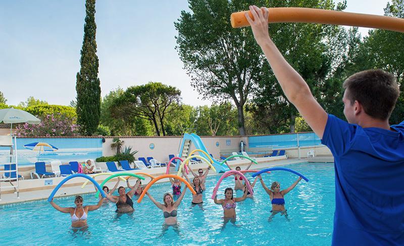 Abri-de-Camargue-piscine-aquagym